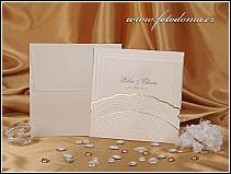 Čtvercové svatební oznámení se zlatavě chamois perleťovou kapsou vzor 0897