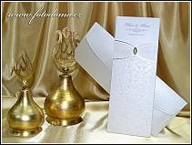 Vysouvací svatební oznámení zlatavě perleťového odstínu s korálkem na kapse vzor 0937