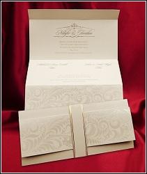 Rozkládací svatební oznámení 2619 s perleťovými ornamenty.