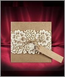 Svatební oznámení z recyklovaného papíru s ozdobným fóliovým přebalem s natištěnou krajkou 2666.