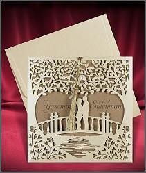 Vysouvací svatební oznámení s laserem vypalovanou ozdobnou kapsou se siluetami milenců ve velkém srdci 2680.