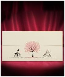 Jednoduché jednodílné rozkládací cyklistické svatební oznámení s růžovým stromem a roztomilými cyklisty 2714.