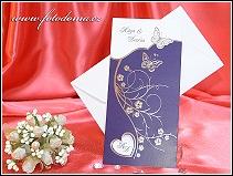 Fialové svatební oznámení se stříbrnými motýlky vzor 3312