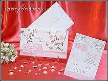 Rozkládací bílo růžové svatební oznámení listina s květinovými motivy a s motýlky vzor 3314