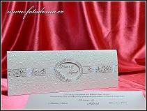Vysouvací stříbrno bílé svatební oznámení s oválným otvorem v luxusní kapse vzor 3372