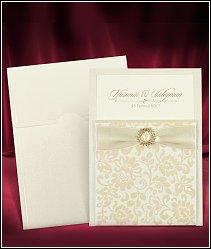 Svatební oznámení se semišovou kapsou, stuhou a zlatou ozdobou vzor 3685