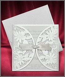 Stříbřitě perleťové svatební oznámení s vrátky a se stužkou vzor 3690