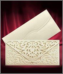 Svatební oznámení s vyřezávanou zlatavě perleťovou předávací obálkou vzor 3692