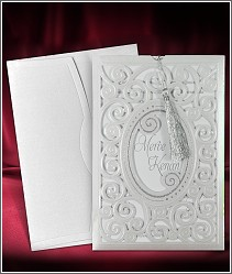 Vysouvací dvoudílní svatební oznámení se stříbrným střapečkem a vysekávaným přebalem 3693.