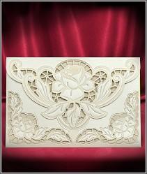 Zlatavě perleťové laserově vyřezávané svatební oznámení s růžemi 5532.