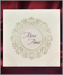 Čtvercové svatební oznámení v přebalu s kruhovým výřezem 5535.