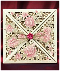 Hezky zabalené svatební oznámení s květinami 5540.