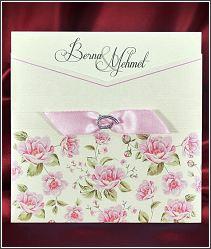 Čtvercové svatební oznámení s kapsou potištěnou květinami 5558.