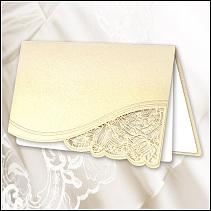 Dvoudílné svatební oznámení obdélníkového tvaru orientované na šířku a postavené na stříšku vzor F1017k